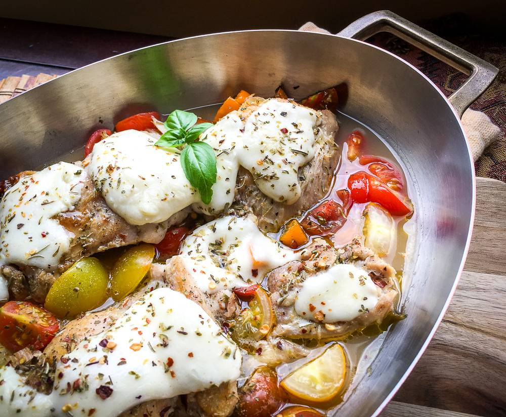 One-Skillet Mozzarella Chicken Thighs